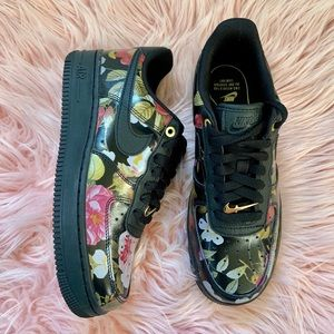 New Nike Women's Air Force 1 Black Floral Sneakers